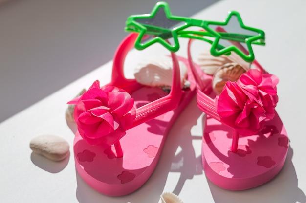 Chaussures Roses Pour Enfants, Chaussons Pour Enfants Photo Premium