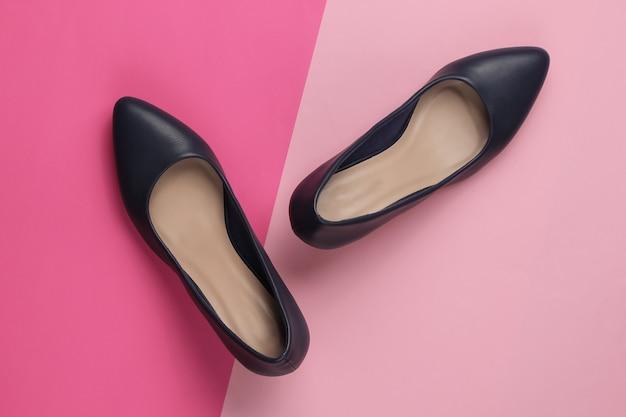 Chaussures à Talons Hauts Pour Femmes Classiques Sur Papier De Couleur Photo Premium