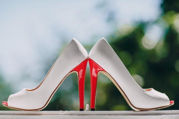 Chaussures à talons près Photo gratuit