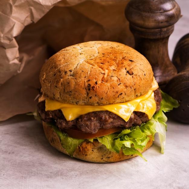 Cheeseburger de boeuf simple Photo Premium
