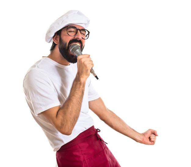 Chef chantant sur fond blanc Photo gratuit