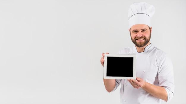 Chef cuisinier tenant la tablette Photo gratuit