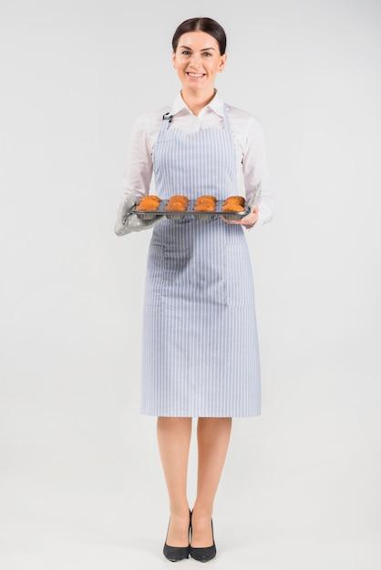 Chef pâtissier, femme, tenue, muffins Photo gratuit