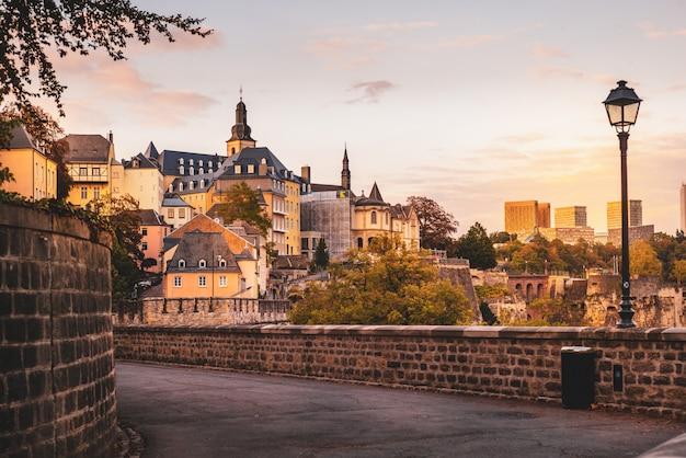 Chemine de la corniche à luxembourg-ville Photo Premium