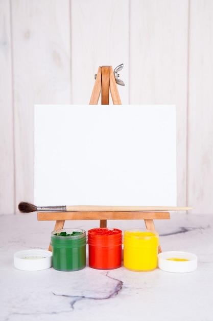 Chevalet, Peinture, Gouache, Pinceau. Place Pour Inscription, Maquette Photo Premium