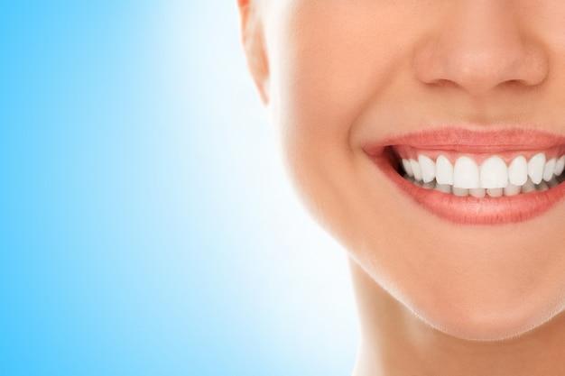 Chez Un Dentiste Avec Un Sourire Photo gratuit