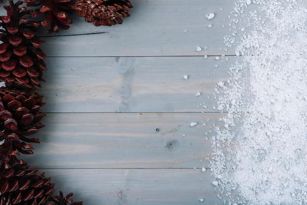 Chicots et neige ornementale Photo gratuit