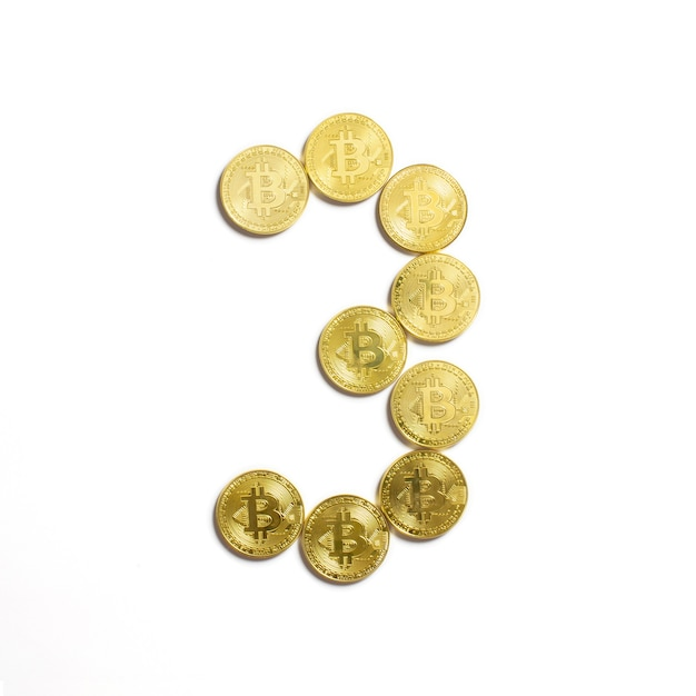 Le Chiffre De 3 Disposés En Pièces Bitcoin Et Isolé Sur Fond Blanc Photo gratuit