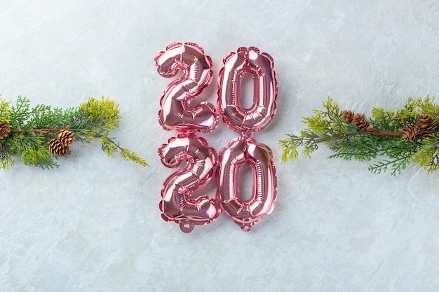 Chiffres roses 2020 fond blanc. Photo Premium