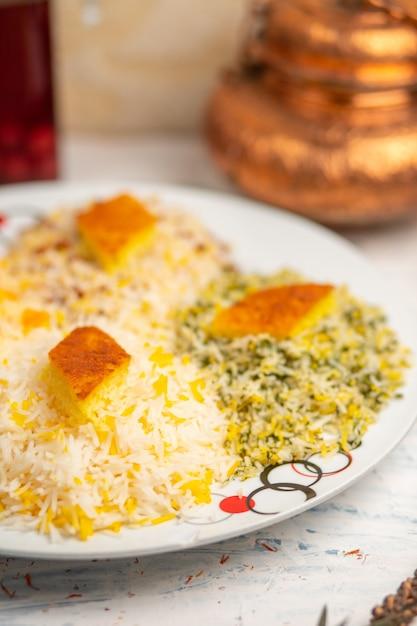 Chigirtma plov, garniture de riz avec des légumes et des herbes. Photo gratuit