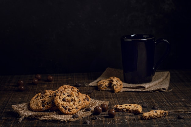 Chocolat Chaud Sucré Avec Des Biscuits Photo Premium