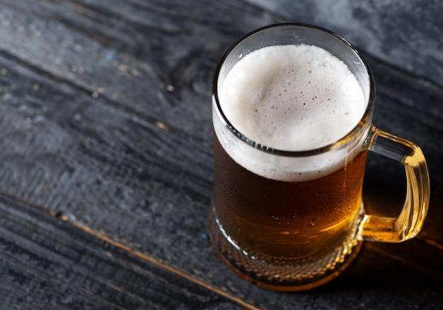 Chope De Bière Avec De La Bière Légère Photo Premium