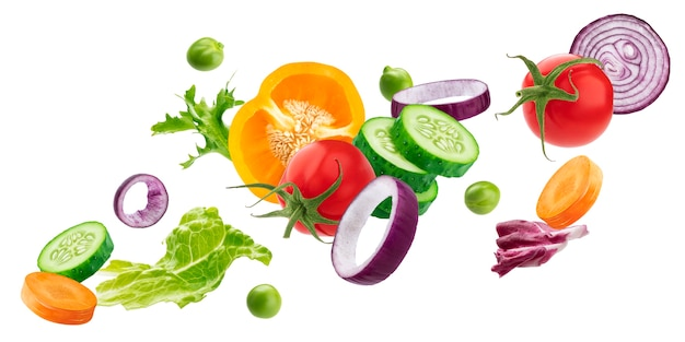 Chute De Mélange De Différents Légumes, Ingrédients De Salade Fraîche Isolés Sur Une Surface Blanche Photo Premium