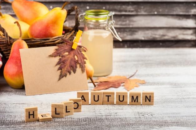 Cidre de poire fait maison et fruits Photo Premium