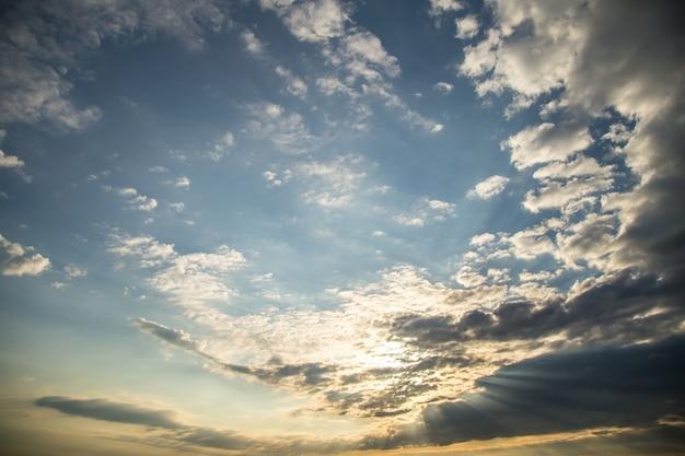 Le Ciel Avec L'aube Photo gratuit