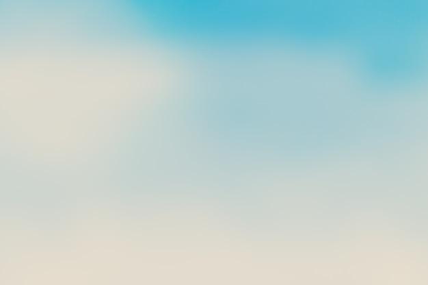 Le ciel bleu flou et la mer utilisent bien comme. contexte flou du concept de l'océan. blurry pastel coloré du soleil Photo gratuit