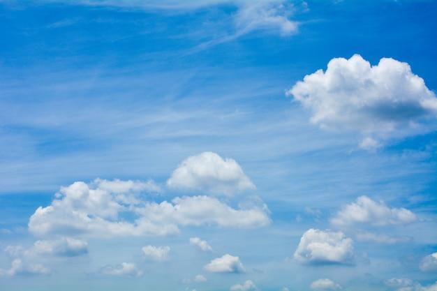Ciel bleu avec nuage en été - fond Photo Premium