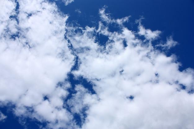 Ciel bleu et nuages Photo Premium