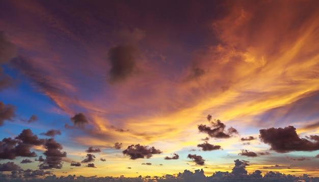 Ciel Coucher De Soleil Et Fond De Nuages, Vue Panoramique Photo Premium