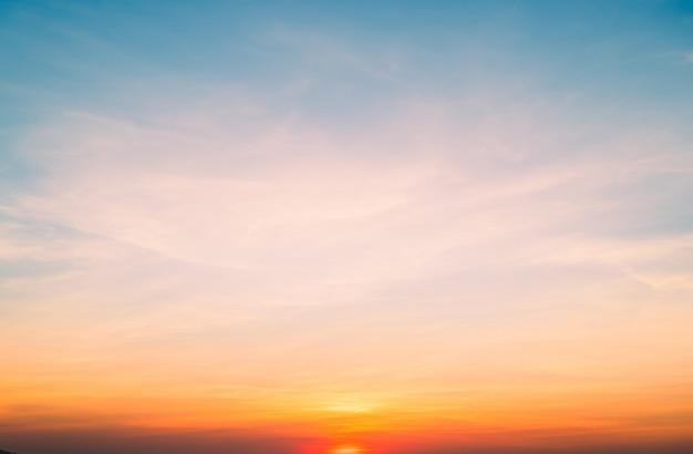 Ciel Coucher De Soleil Sur La Plage Pour Le Fond Photo Premium