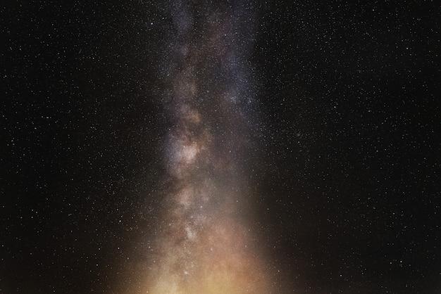 Ciel nocturne, étoiles brillantes et voie lactée Photo Premium