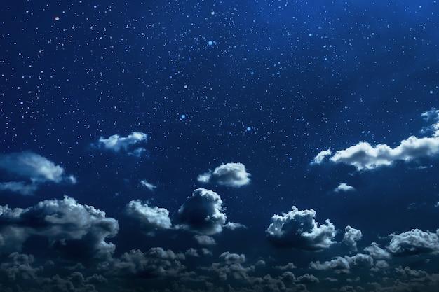 Ciel Nocturne Avec étoiles Et Lune Et Nuages Photo Premium