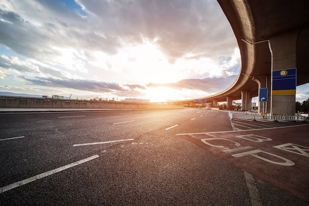 Ciel suspension grande route autoroute Photo gratuit