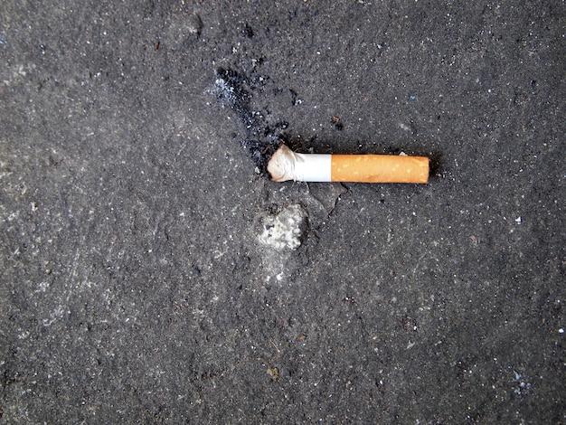 Cigarette buts conçu pour mettre les gens de fumer, idéal pour arrêter de fumer Photo Premium