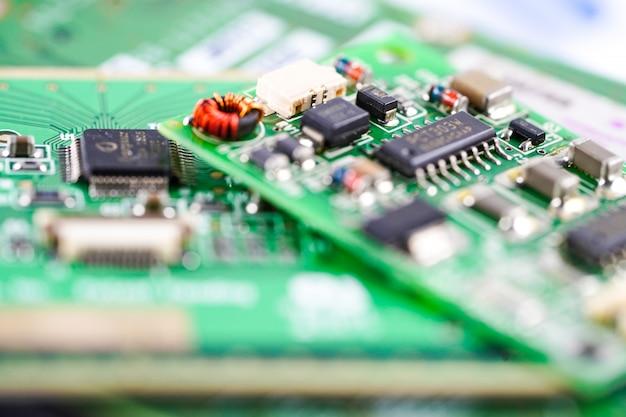 Circuit électronique de la carte principale du circuit informatique: concept de matériel et de technologie. Photo Premium