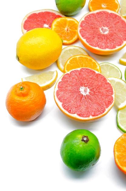 Citrons, limes, oranges et pamplemousses rouges Photo Premium