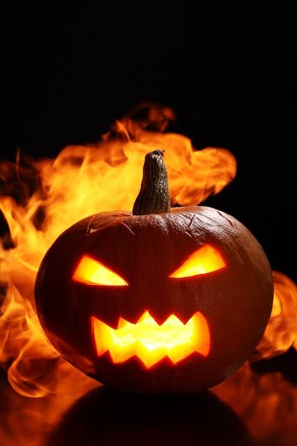 Citrouille D'halloween En Feu Photo gratuit