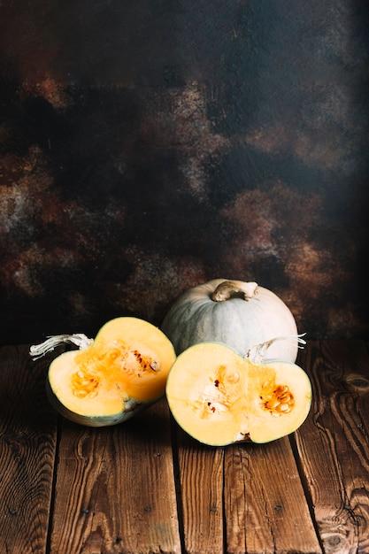 Citrouilles d'halloween avec fond espace copie Photo gratuit