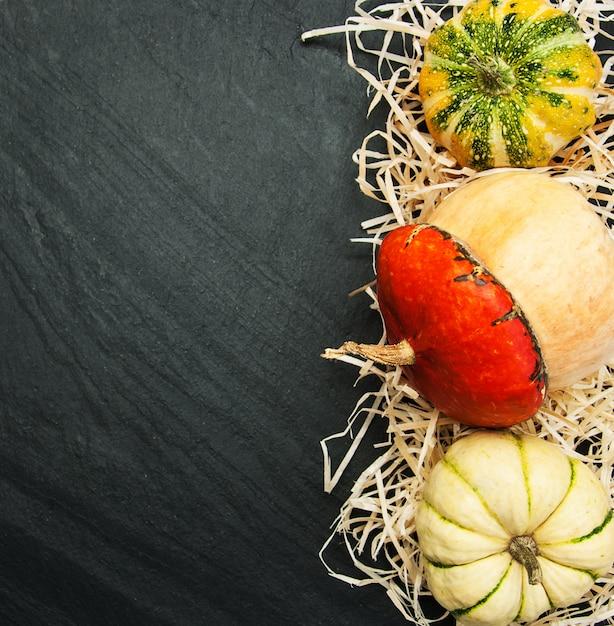 Citrouilles avec paille Photo Premium
