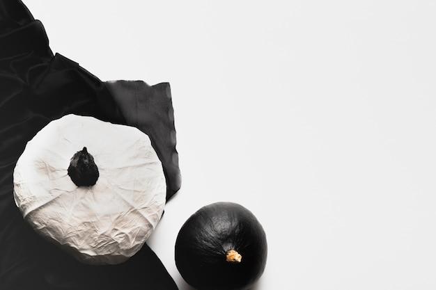 Citrouilles plat poser sur fond blanc Photo gratuit