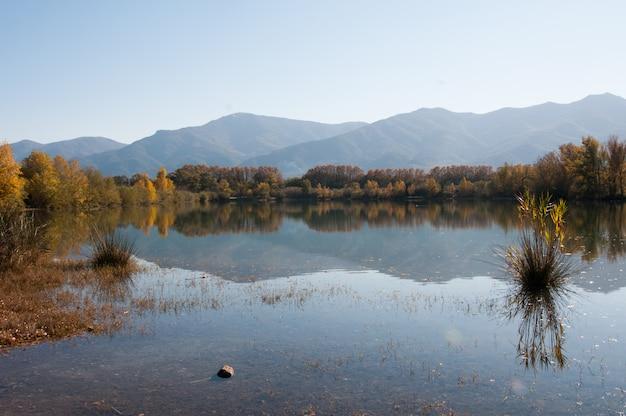 Clair Couleurs De Montagne Pays Pyrenees Orientales Couleurs Photo Premium