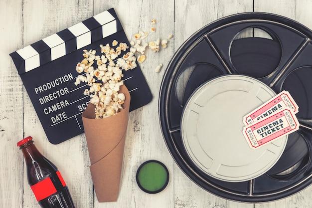Clap, Bobine De Film Et Pop-corn Photo Premium