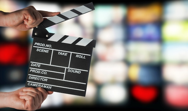 Clap En Mains Sur Le Fond Des écrans De Télévision Photo Premium