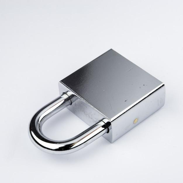 Clé de verrouillage moderne pour concept de sécurité Photo Premium