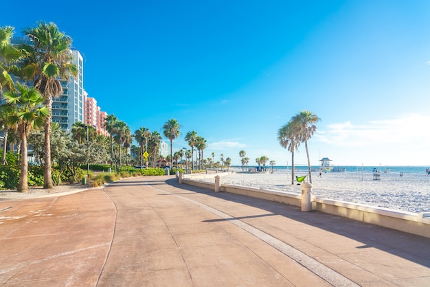 Clearwater beach avec beau sable blanc en floride usa Photo Premium