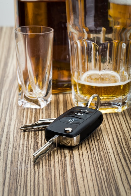 Clés d'alcool et de voiture Photo Premium