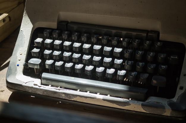 Clés de machine à écrire antiques de thai Photo Premium