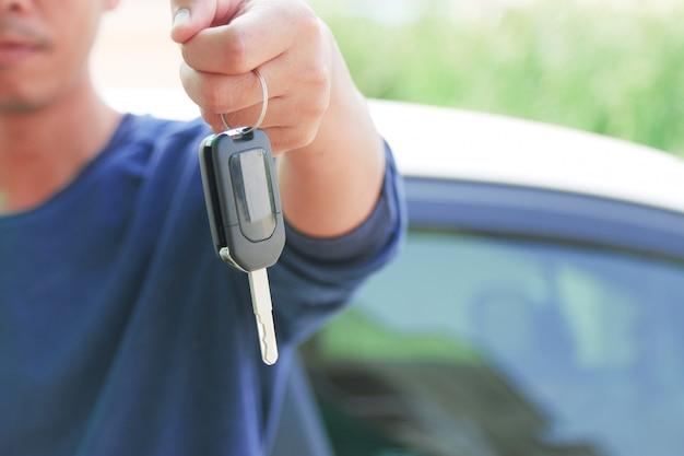 Les clés de la voiture. Photo Premium