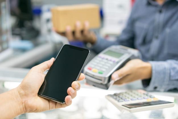 Client payant avec la technologie nfc Photo Premium