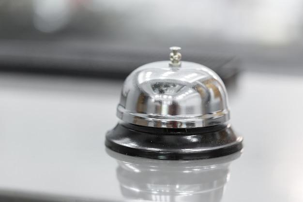 Cloche De Soutien Et De Service à L'hôtel Le Flou, Photo Premium