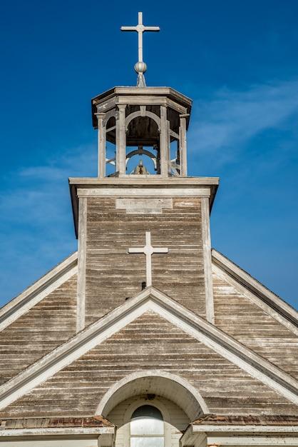 Clocher, Clocher Et Croix De L'église Catholique St. Joseph à Courval, Saskatchewan Photo Premium