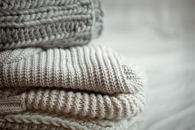 Close Up D'articles Tricotés Soigneusement Pliés De Couleur Pastel. Photo Premium