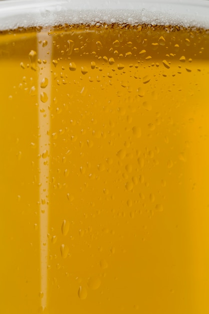 Close-up Bière Avec Mousse En Verre Transparent Photo gratuit