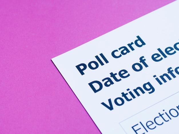 Close-up de carte de vote à angle élevé Photo gratuit