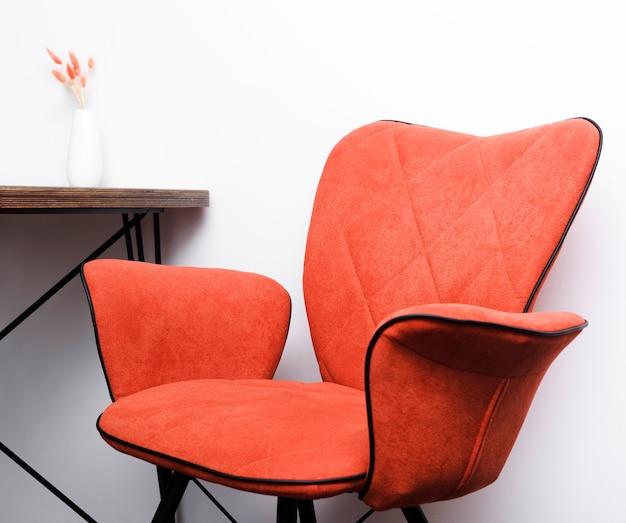 Close-up chaise et bureau modernes Photo gratuit