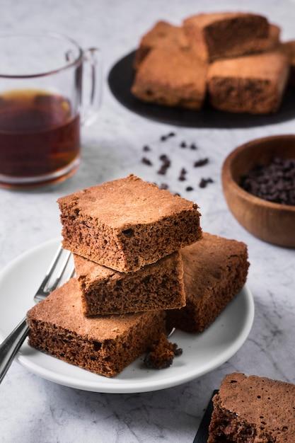 Close-up Délicieux Brownies Prêts à être Servis Photo gratuit